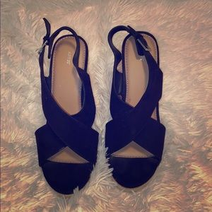 Apt.9 Wedge heel shoe. Size 9 New condition